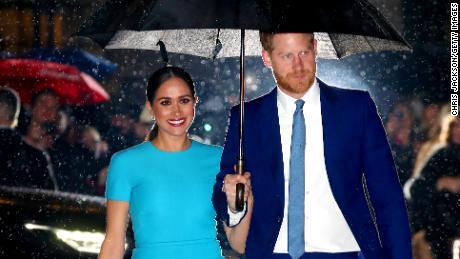 Il principe Harry e Meghan iniziano ufficialmente la loro vita non reale. Ecco come sarà