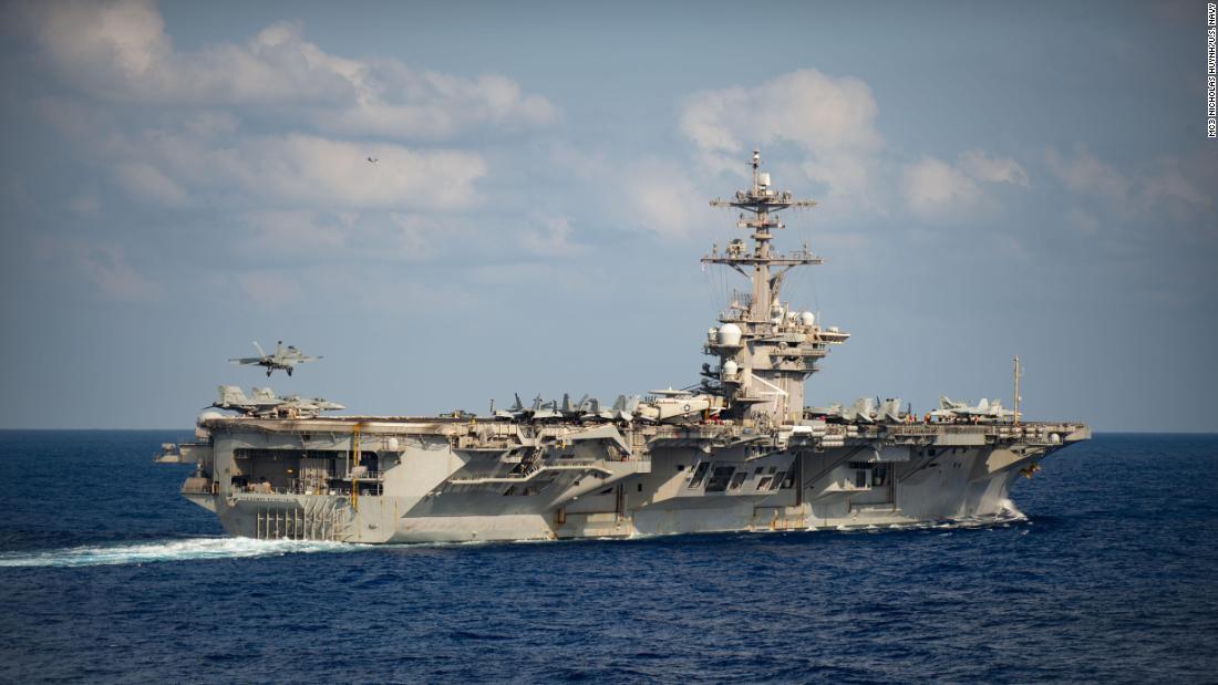 """Il segretario alla Difesa Mark Esper afferma di essere """"di larghe vedute"""" sulla possibilità di ripristinare il comandante della portaerei autorizzata"""