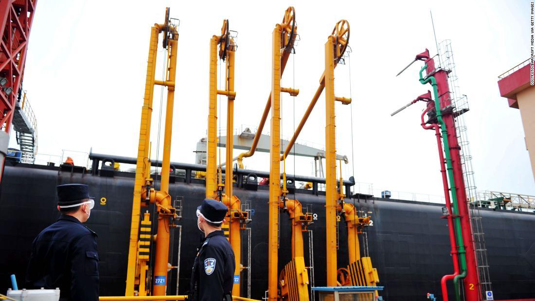 La Cina ha immagazzinato petrolio per anni. Con prezzi così bassi, può comprare di più