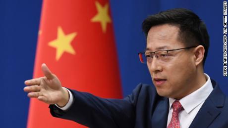 Il portavoce del ministero degli Esteri cinese Zhao Lijian ha posto una domanda alla conferenza stampa quotidiana a Pechino dell'8 aprile 2021.