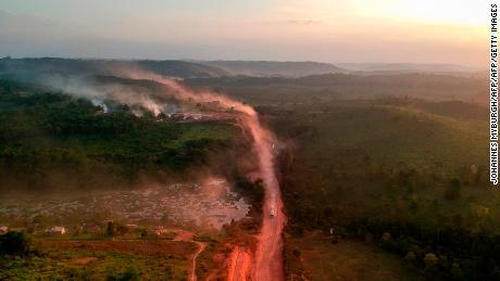 L'Amazzonia è un cuscinetto chiave contro i cambiamenti climatici. Un nuovo studio avverte che gli incendi potrebbero decimarlo