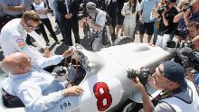 Stirling Moss e Jenson Button, campione del mondo di F1 del 2009, sono stati al centro dell'attenzione dei media al Goodwood Festival nel 2015.