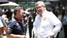 Brawn chatta con Christian Horner, direttore del team Red Bull Racing.