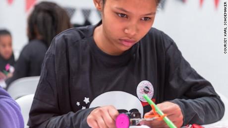 Entro il 2021, l'80% dei posti di lavoro sarà legato allo STEM (Science Technology Engineering and Mathematics), prevede MEDO, ma attualmente solo il 14% della forza lavoro STEM in tutto il mondo è costituito da donne.