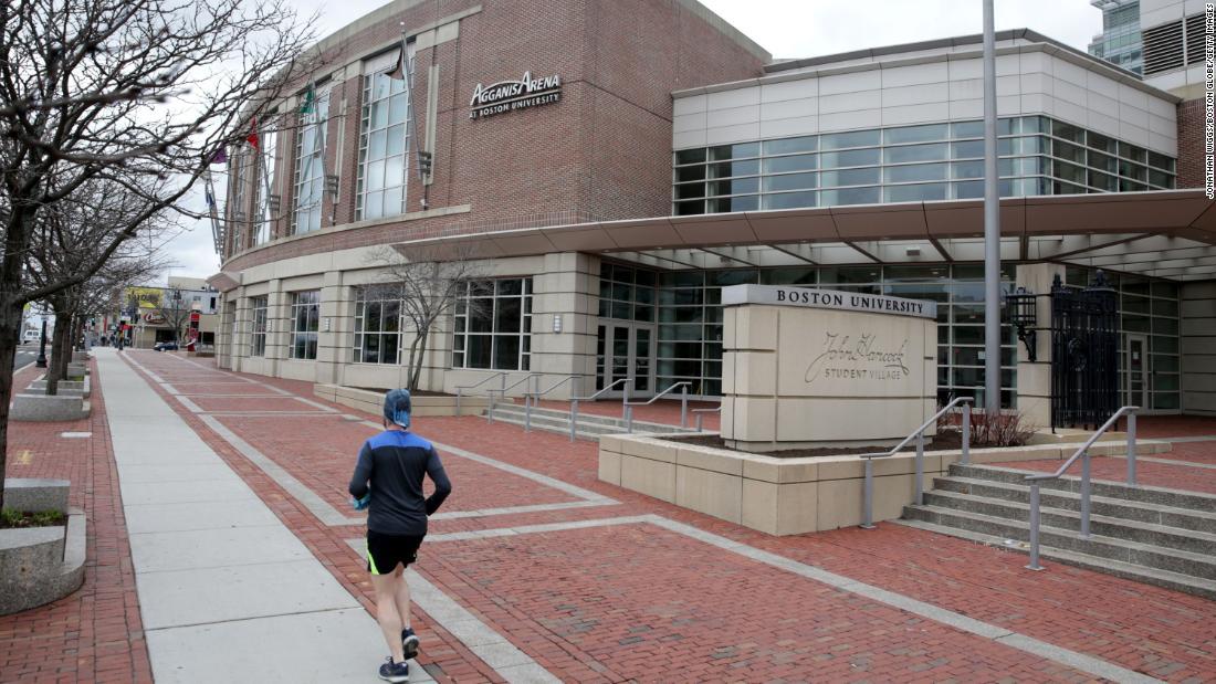 Le università iniziano a considerare la possibilità di annullare i corsi faccia a faccia fino al 2021