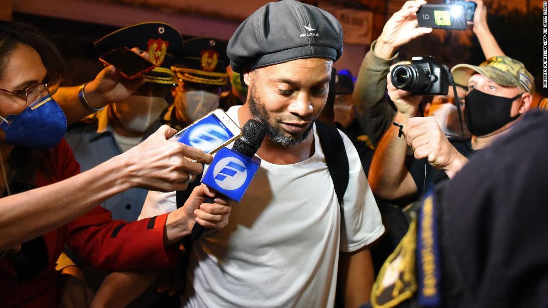Ronaldinho è stato posto agli arresti domiciliari in Paraguay dopo false dichiarazioni di passaporto