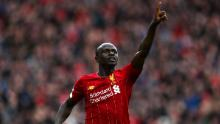 Criniera radio celebra dopo aver segnato il secondo gol della sua squadra nella partita di Premier League tra Liverpool FC e AFC Bournemouth ad Anfield il 7 marzo 2020.