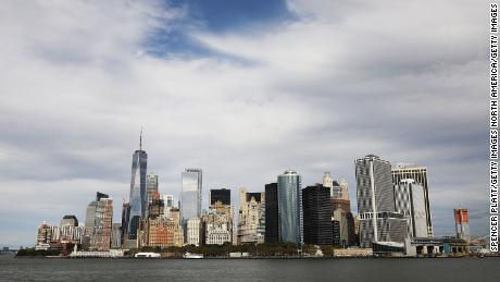 New York ha trascorso due minuti ad applaudire i primi soccorritori per il coronavirus