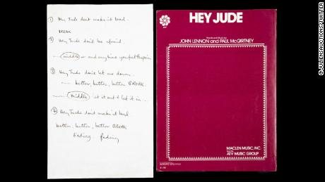 Il testo dei Beatles & # 39; & # 39; Ciao Jude, & # 39; scritto a mano da Paul McCartney, venduto per $ 910.000