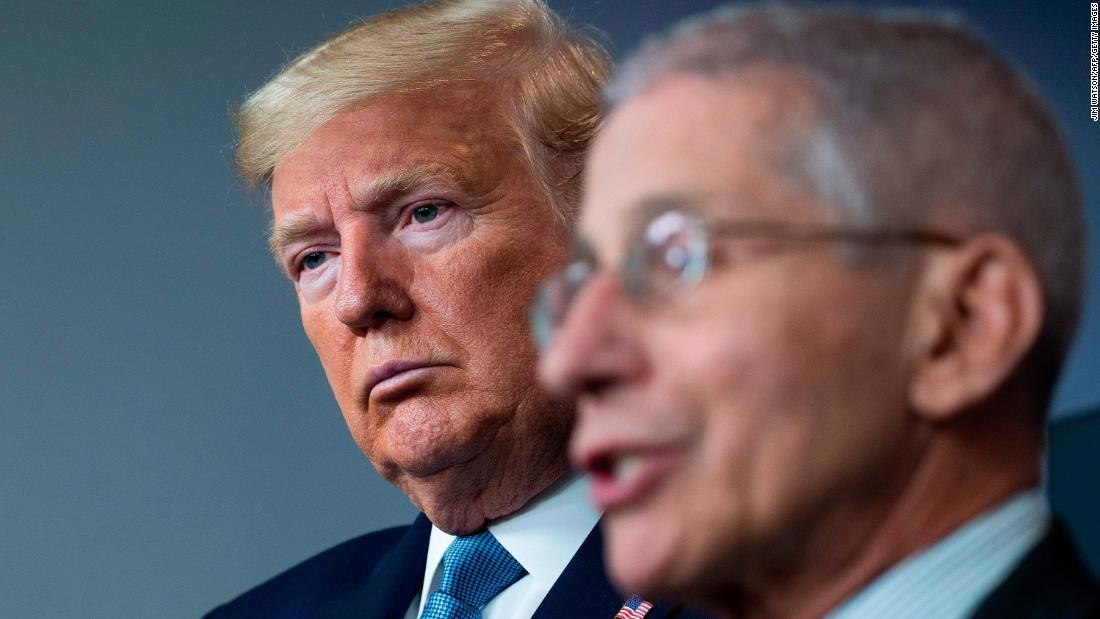 """Trump attacca il briefing dei reclami rivendicando l'autorità """"totale"""" come presidente"""