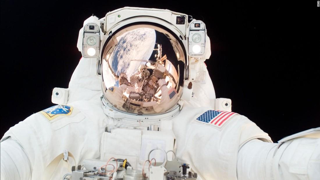 Viaggio nello spazio: andare nello spazio è un vero dolore alla schiena