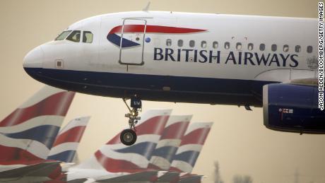 Le compagnie aeree di tutto il mondo sospendono i voli verso la Cina mentre il coronavirus si diffonde