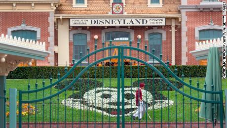 La Disney affronta un futuro sconosciuto mentre il coronavirus ostacola l'impero dei media