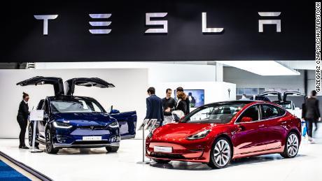 Le vendite di auto nel Regno Unito calano del 97% nel mese peggiore dal 1946