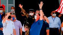 Mentre gli ospedali brasiliani vacillano sull'orlo del collasso, Bolsonaro si fa avanti con i sostenitori