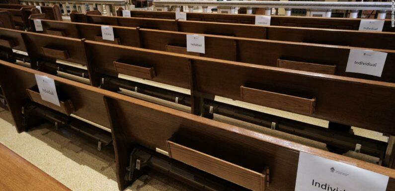 I leader religiosi mettono in guardia contro la riapertura delle chiese mentre Trump spinge per servizi di persona