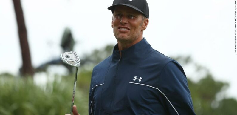 Tom Brady mostra di essere umano mentre Tiger Woods insegue la conversazione spazzatura durante la partita di golf per beneficenza