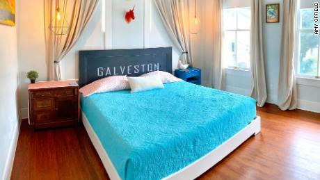 Amy Offield & # 39; s Bungalow sulla spiaggia Airbnb a Galveston, in Texas.