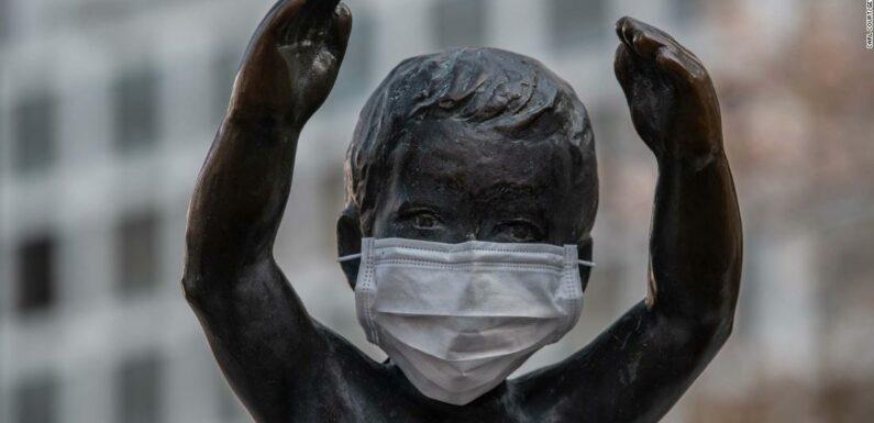 Maschere pericolose per bambini sotto i due anni, avvertono gli esperti giapponesi