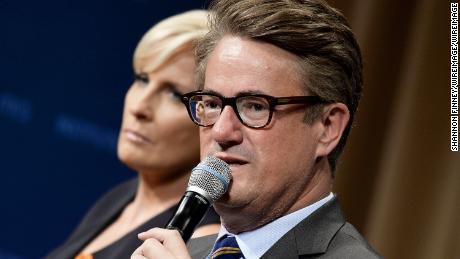 Ha chiesto a Twitter di eliminare i falsi tweet di Trump sulla moglie defunta. Twitter ha rifiutato