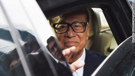 L'uomo più ricco di Hong Kong offre milioni alle imprese ferite dalle proteste