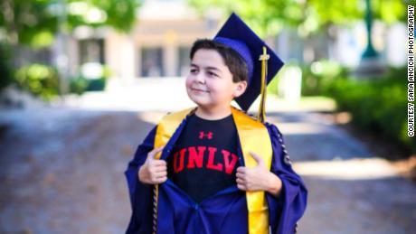 Rico si dirige all'Università del Nevada, a Las Vegas, per ottenere una laurea in storia.