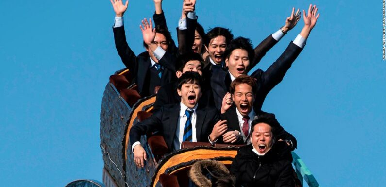 Non gridare, per favore: i parchi di divertimento giapponesi pubblicano nuove linee guida Covid-19