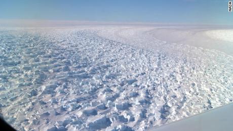 Questo gigantesco ghiacciaio in Antartide si sta sciogliendo e potrebbe alzare il livello del mare di 5 piedi, affermano gli scienziati