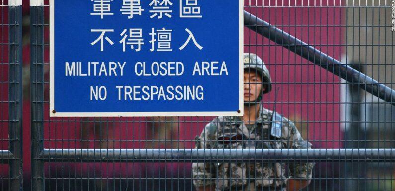 """I militari cinesi promettono di mantenere la """"sovranità nazionale"""" mentre si prevedono nuove proteste a Hong Kong"""
