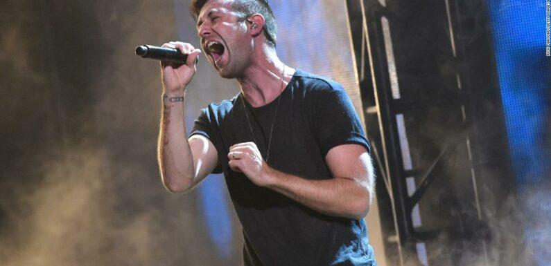 Jonathan Steingard, cantante cristiano, non crede più in Dio