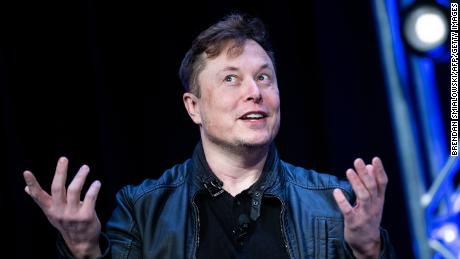 Elon Musk usa il suo potere per essere egoista
