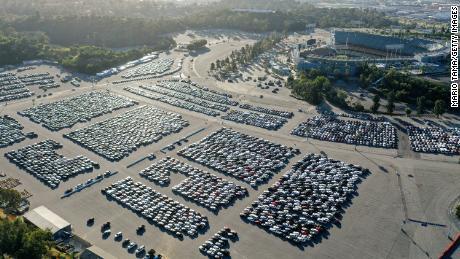 L'industria del noleggio auto si è fermata. Questo è ciò che significa per i produttori di automobili e gli acquirenti di auto