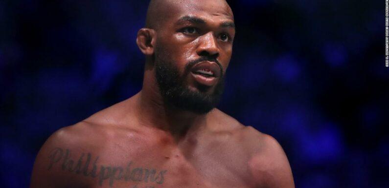 Jon Jones: Il combattente UFC prende bombolette spray dai manifestanti