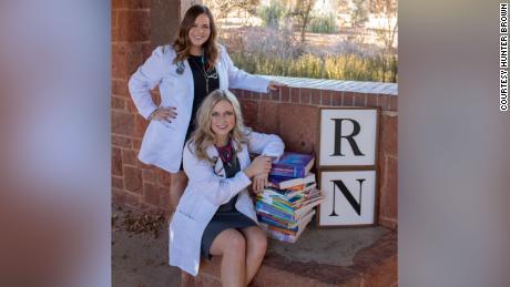 Le sorelle Brown si sono diplomate all'Oklahoma City Community College a dicembre 2019.