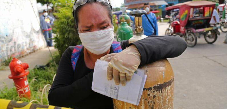 Coronavirus peruviano: i residenti richiedono ossigeno mentre la malattia provoca il caos