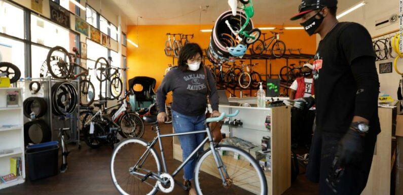 """""""La nuova carta igienica:"""" Le biciclette rubano dagli scaffali, negozi travolgenti"""