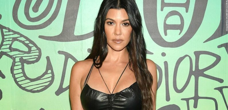 """Kourtney Kardashian si sente """"responsabile"""" di parlare del privilegio dei bianchi con i suoi figli"""
