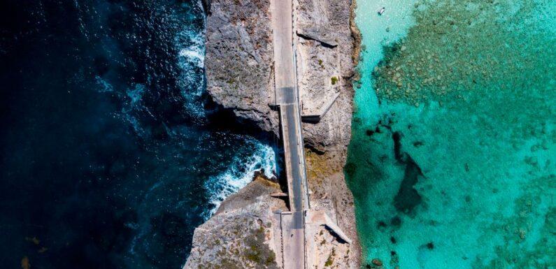 Ponte della finestra di vetro e siti di punta di Eleuthera nelle Bahamas