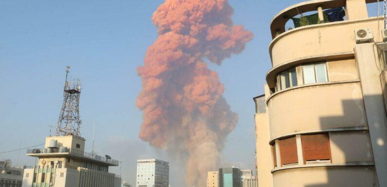 Esplosione di Beirut: una grande esplosione vicino al porto scuote la capitale libanese
