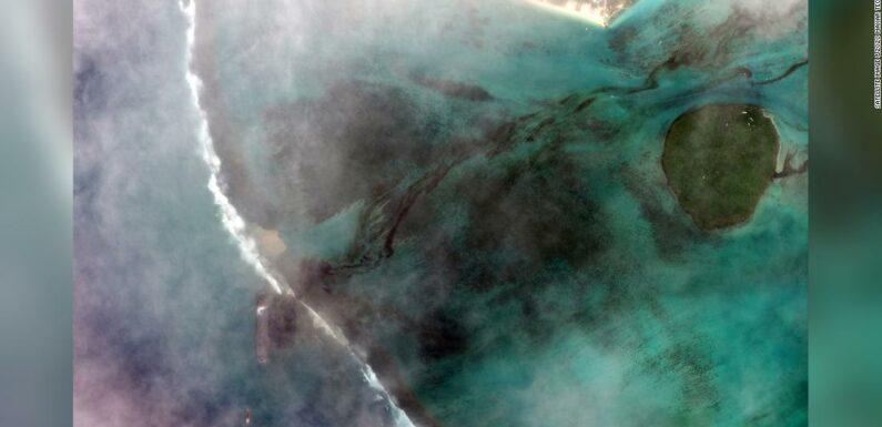 Le Mauritius dichiarano l'emergenza ambientale poiché un naufragio fa uscire in mare tonnellate di gasolio e petrolio