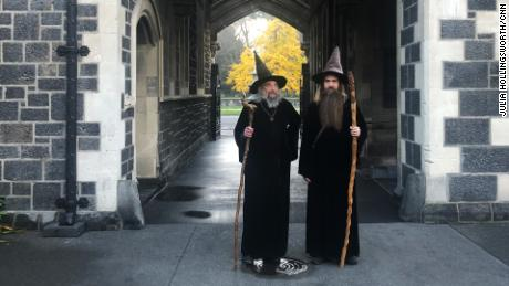 Le magicien et son apprenti, Ari Freeman, à Christchurch le 2 juin 2020.