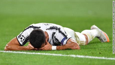 La doppietta di Cristiano Ronaldo non può salvare la Juventus mentre torna in grande stile la Champions League