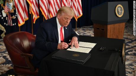 Trump crede che gli siano stati dati nuovi vasti poteri. Ora li userà